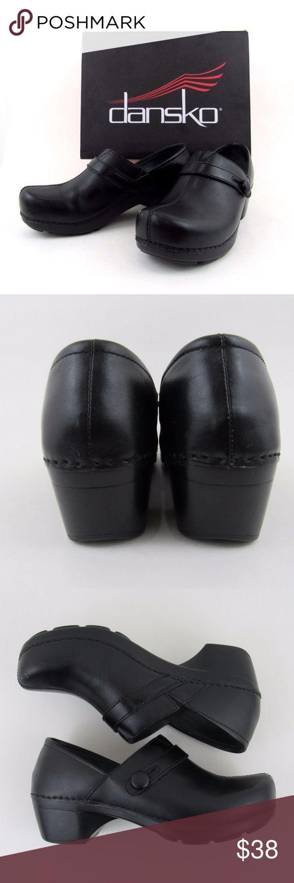 Dansko Womens Solstice Clog Black Full Grain Dansko Womens Solstice Clog - Black Full Grain Size EU 39 US 8.5 to 9 Brush Off Dansko Shoes Mules & Clogs
