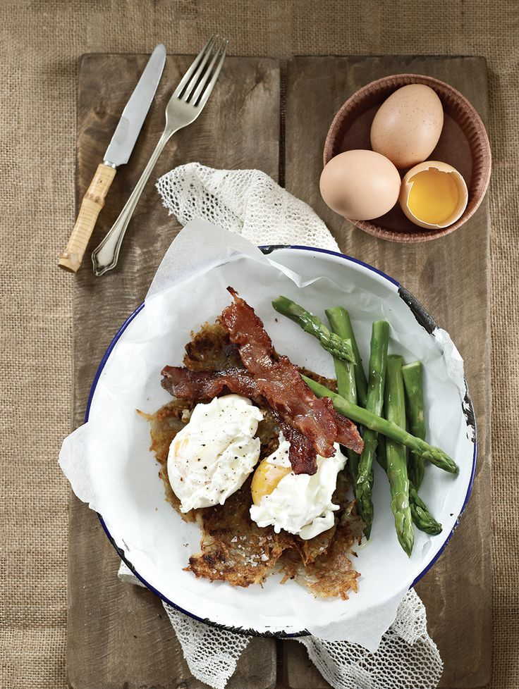 Soft-poached eggs with hash browns and crispy bacon