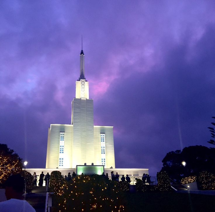 11.  Hamilton New Zealand LDS Temple at Christmas Time
