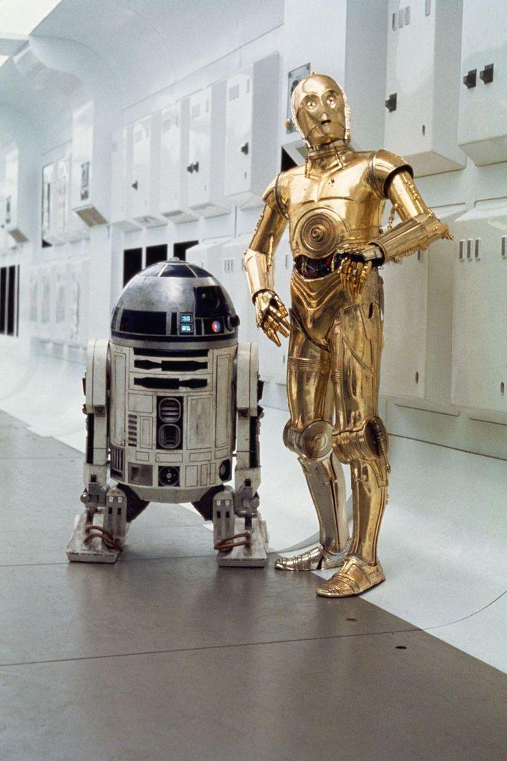"""La Guerra de las Galaxias, R2-D2 y  C-3PO en el pasillo del crucero rebelde de la Princesa Leia en """"La Ultima Esperanza"""""""