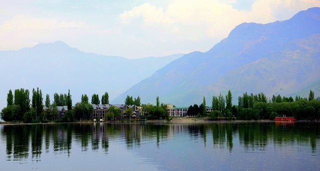 Kashmir is a great place to live in and experience the moments of happiness amidst beautiful nature....! View of Centaur Lake View Hotel in Srinagar, where each tourist can live each moment of the life in sheer joy and blissfulness.