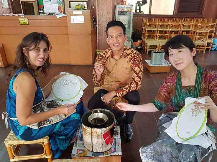 O que fazer em Jacarta: Aula de Batik no Museu Têxtil em Jacarta. Foto: Adriana Lage. Clique na foto para saber mais.
