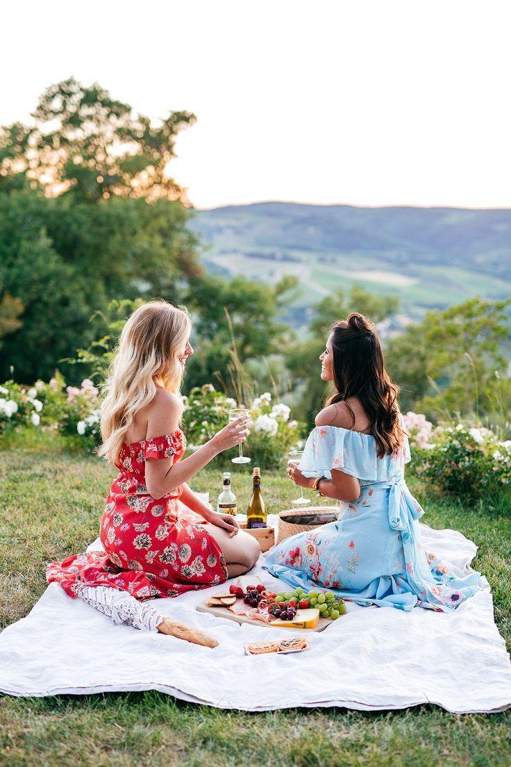 длинные ноги подруги на пикнике фото получите информацию спецпредложениям