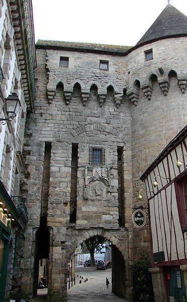 Vannes (Morbihan) - Remparts Porte et Tour Prison - XIIIème siècle