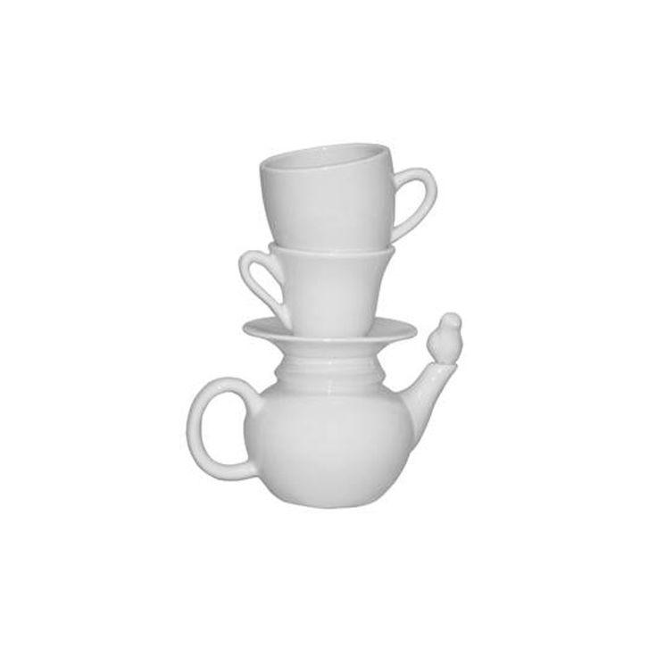 """Questo particolare vaso per fiori ha la forma di una teiera sulla quale sono impilate due tazzine. <br /> Le forme classiche richiamano i tipici oggetti di porcellana dall'aspetto """"tutto chicchere e piattini"""" e li reinterpretano in modo ironico."""