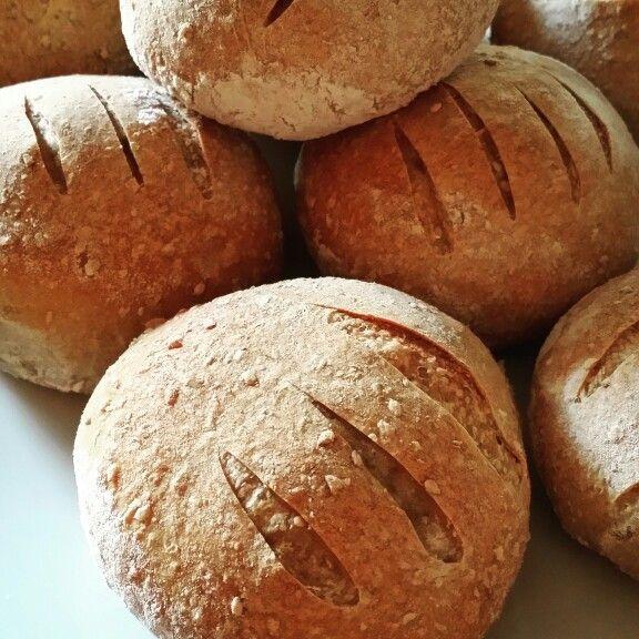 PANINI INTEGRALI STRA-BUONI  Qui per la ricetta: http://www.trattoriadamartina.com/2010/08/panini-integrali-ai-semi-di-girasole.html?m=1