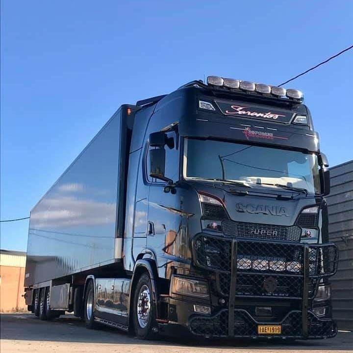 Sarantos Official Page No Instagram Scania S730 V8 Sarantos Full Black Sarantos Official Page Truck Motivation Petropou Lkws Lkw Aufgemotzte Autos