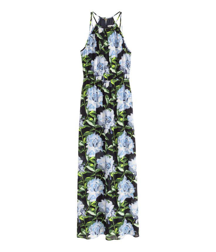Langes ärmelloses Kleid aus luftigem Webstoff. Das Kleid ist rückenfrei, hat eine elastische Taille und im Nacken eine Metallschließe. Hohe seitliche Schlitze. Das Oberteil ist doppellagig gearbeitet, der Rock mit einem kurzen Unterrock gefüttert.