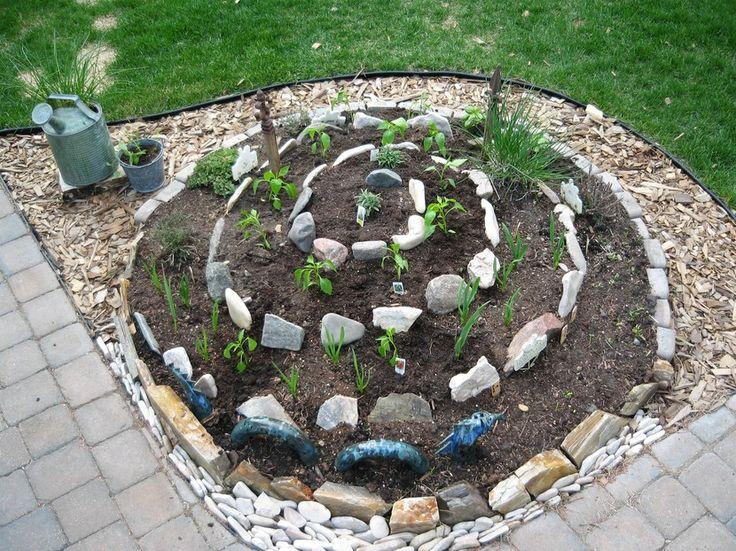 Huertos en espiral, una opción para cultivar en espacios acotados - http://www.jardineriaon.com/12331.html #plantas