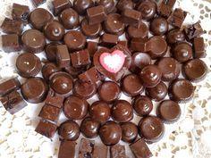 Σπιτικες νουαζετες!Τα αγαπημενα μας σοκολατακια!  Τι χρειαζόμαστε: 100 γρ φουντούκια ή ανάμεικτοι ξηροί καρποί 2 γεμάτες κουταλιές μερέντα/nutella 2 γεμάτες κουταλιές κακάο σκόνη άγλυκο 150 γρ κουβερτούρα 15 έξτρα φουντούκια ολόκληρα   Πώς το κάνουμε: Στο μπλέντερ κάνετε τρίμμα τους ξηρούς καρπούς και προσθέτετε τη μερέντα και το κακάο. Ανακατεύετε και αφήνετε …