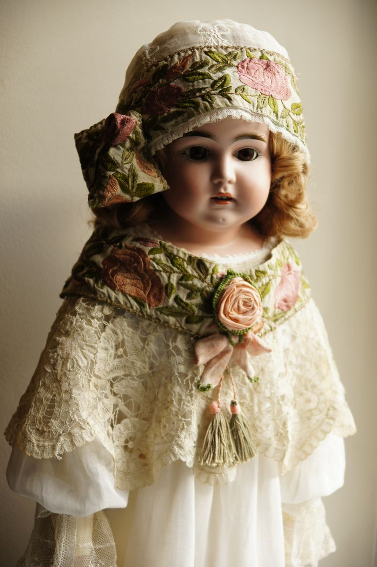 .Antique doll's dress.