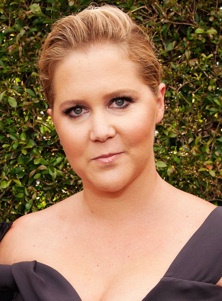 Amy Schumer Name-Drops Vivienne Westwood (& A Tampon Brand) On The Emmys Red Carpet+#refinery29