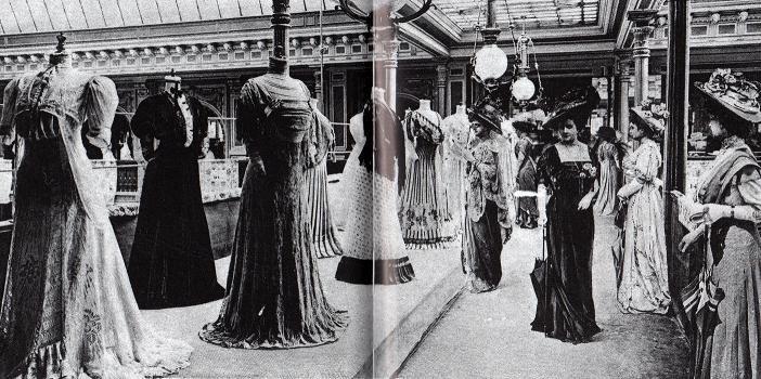 Présentation d'une collection au Bon Marché en 1905