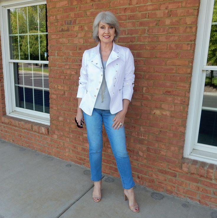 Сьюзан Стрит сбросила 20 килограммов, когда ей было больше 50 лет. И тут она обнаружила, что ей нужна новая одежда. А одеваться она совсем не умеет. Она решила исправить ситуацию. И даже больше — начать новую жизнь, чтобы стать счастливой.