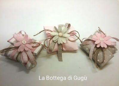 Spiegazioni in italiano e foto che spiegano come cucire sacchetti porta confetti per bomboniere in stoffa.