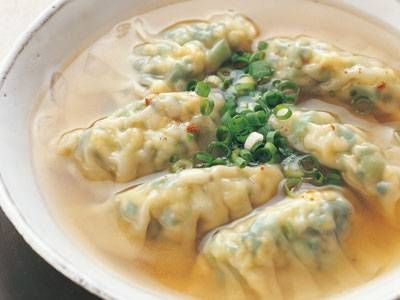 にらたま白菜スープギョーザレシピ 講師は瀬尾 幸子さん|中国風スープでいただく、にらたま入りのあんを包んだギョーザです。スープがあるので、肉なしでも満足!