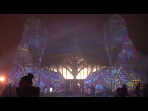 Hagymaház - Night Projection fényfestés  HÉTTORONY FESZTIVÁL - FÉNYFESTÉSZET A HAGYMAHÁZON  Videó: Csávás Antal  További információ:  https://www.facebook.com/events/919988721413884/  http://www.makohagymahaz.hu/…/312-hettorony-fesztival-fenyf…  #héttoronyfesztivál #Makó #Hagymaház #NightProjection #fényfestés #raypainting #visuals
