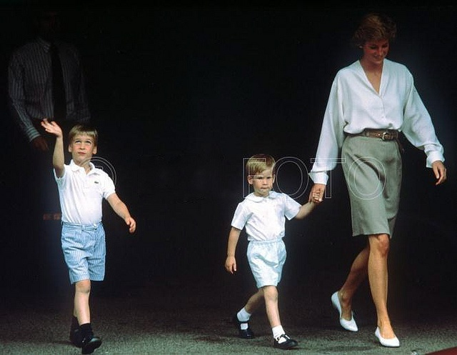 William, Harry & Diana leaving the hospital after visiting Sarah, Duchess of York and new baby, Princess Beatrice. August 1988