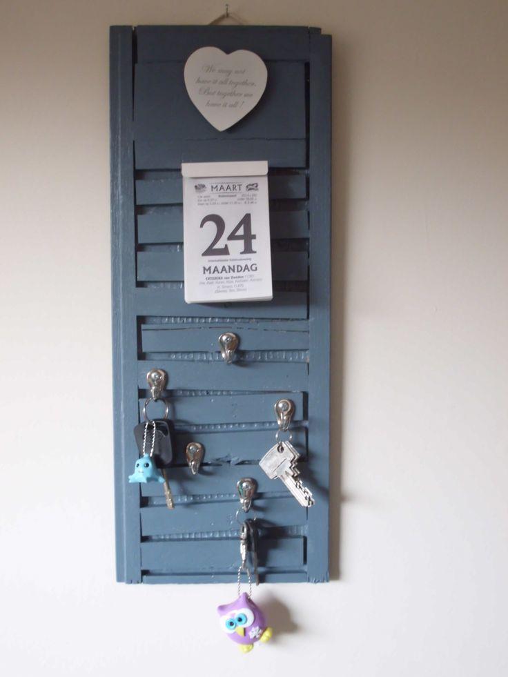 kalenderhouder en sleutelrek gemaakt van een stukje klikparket (achterzijde)