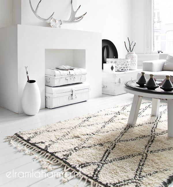 Vintage Beni ourain Rug...me pregunto cómo he tardado tanto en descubrir estas alfombras. Siempre es un buen momento para planear un viaje a Marrakech