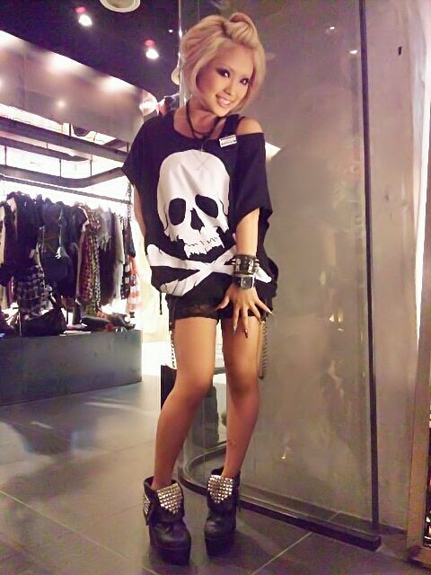 Rokku! That skull shirt is so awesome!