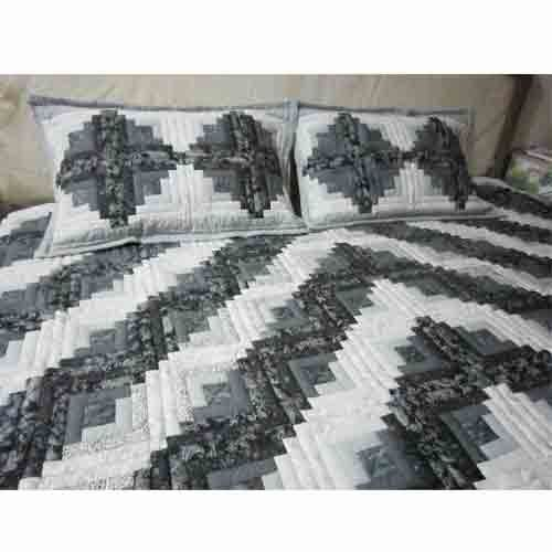 Bed Cover Log Cabin with Pillows