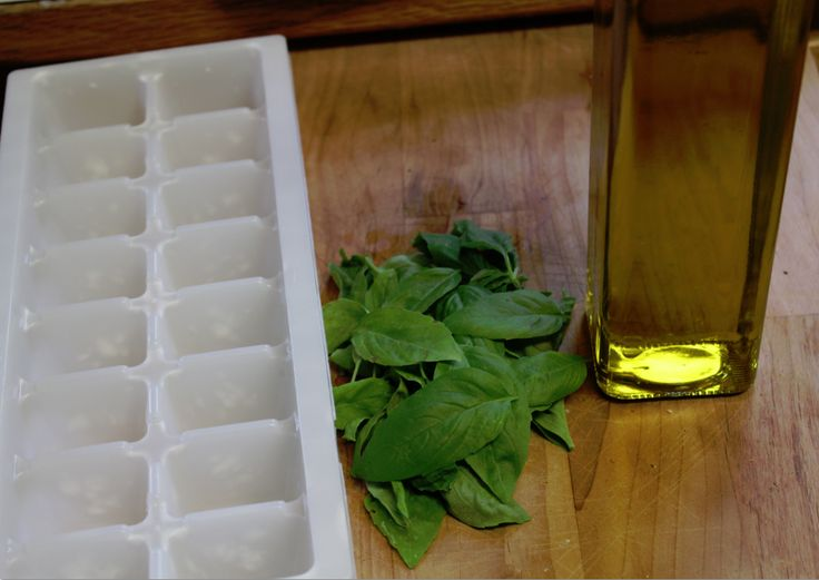 How to freeze basil - just did it! Took me 15 min to prep, wash, chop and freeze. Love this!