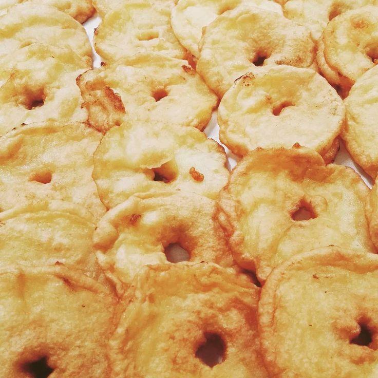 E' tempo di frittelle anche su www.morenoartsite.wordpress.com visita il sito per vedere la mia ricetta delle classiche frittele di mele!!
