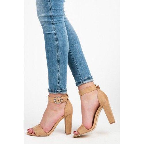 Dámské boty na podpatku Wilady Razmet hnědé – hnědá Elegantní boty na podpatku vypadají svůdně a odvážně. Pevný a hrubý podpatek zajistí stabilní krok a přezka přes nohu zajistí, že vám boty budou pevně držet …