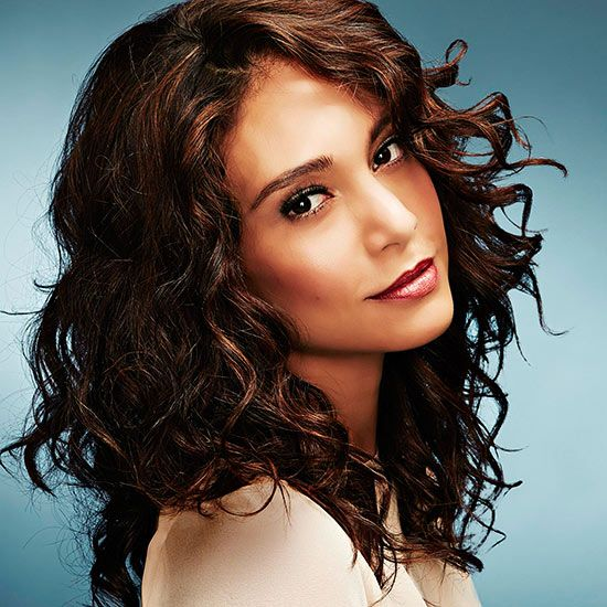 Change your hair up this summer with one of these modern looks that are timeless. Look younger with these hairstyles that are fashionable and adorable. Switch it up and look amazing with these long and short hairstyles.
