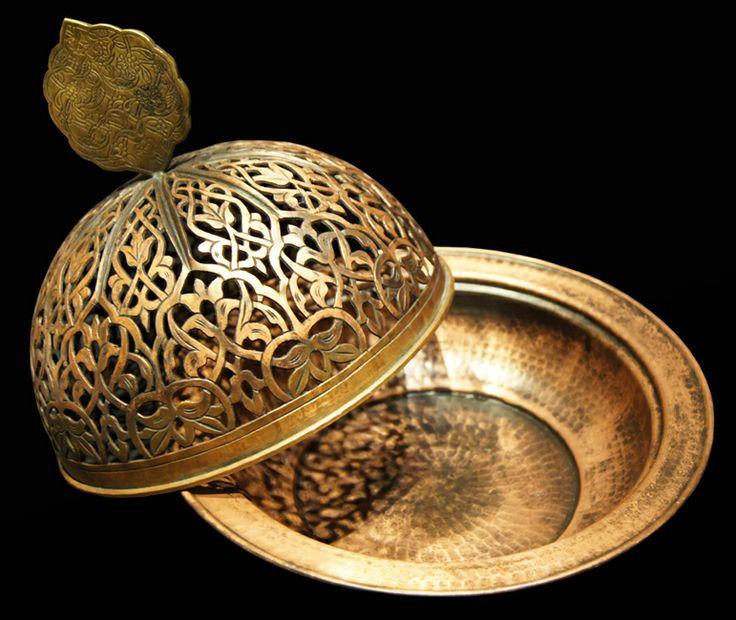 Yarım küre kapaklı osmanlı modeli sahan ile birleştirilmiş ajurlu kapaklı sahan …......  tekkalem.net