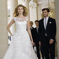 איזה קטעים, השמלה הזו נראית בדיוק אותו דבר כמו שמלה שפרסם בלוג חתונות של איזיווד לפני שבועיים בערך, נראה לכם שזה אותו מעצב?