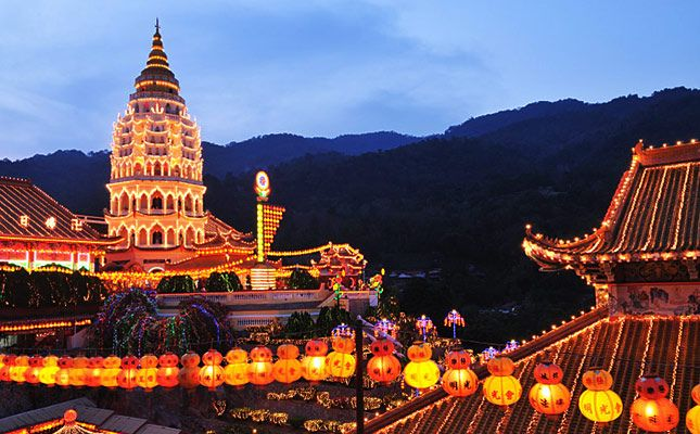 Kek Lok Si temple lit up during Chinese New Year