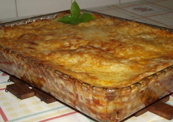 A Receita de Lasanha de Carne Moída é deliciosa, prática e vai agradar toda a família. Você pode escolher entre utilizar a massa de lasanha fresca ou seca