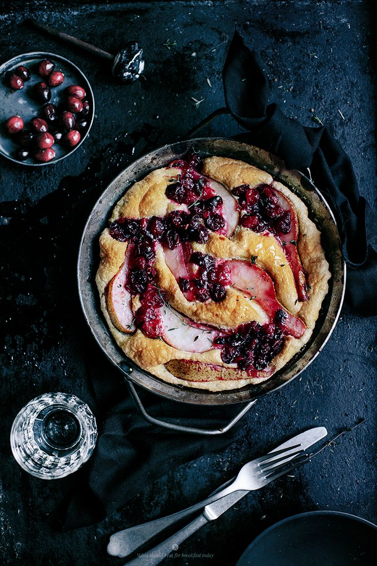 Fluffy omelette with pears, cranberries, blue cheese and thyme