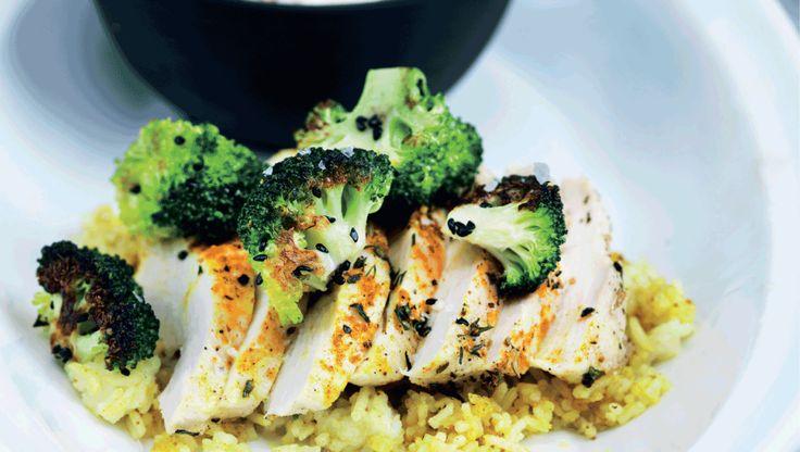Stegt kyllingebryst på krydret ris- virkelig lækker
