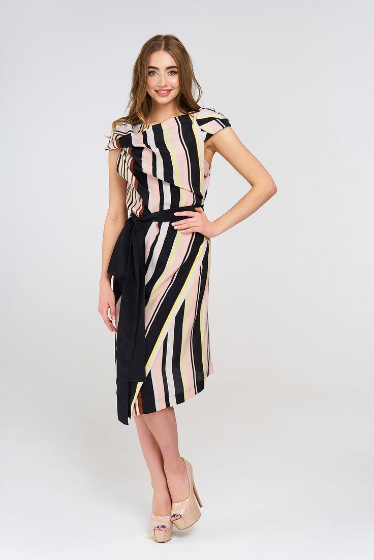 Стильное платье из новой коллекции. Итальянская ткань, идеальный крой, актуальная расцветка в одном флаконе. #платье #полосатоеплатье #миди #черный #бренд #драпировка #стиль #черныйсрозовым #разноцветнаяполоса