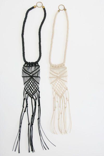 (Beklina) | Macramee Necklace DIY: http://themerrythought.com/diy/diy-dyed-macrame-necklace/