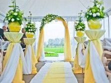 Выездная церемония_тент_арка_стойки_дорожка_ткани_бело-желтые