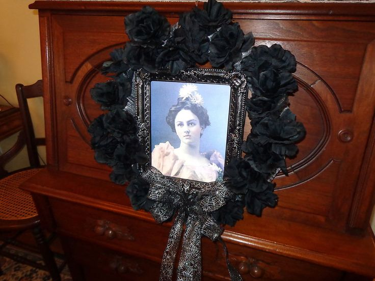 Halloween Wreath ( Hologram Picture--Pretty Lady, Old Hag)