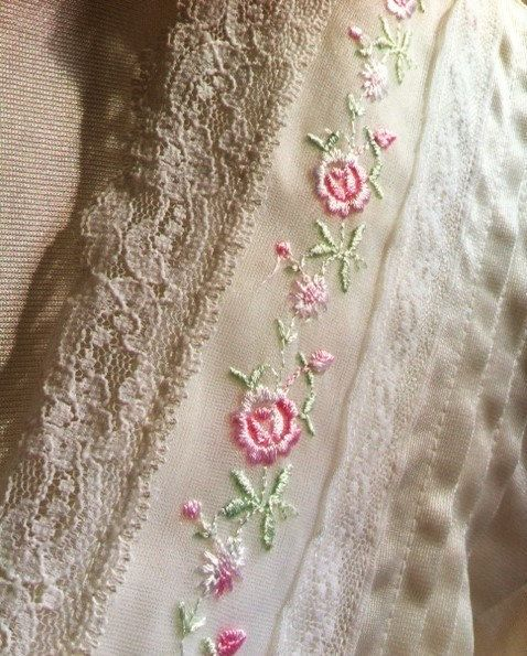 Vintage Nylon Bathrobe With Embroidered Roses And Lace by schellercreations on…