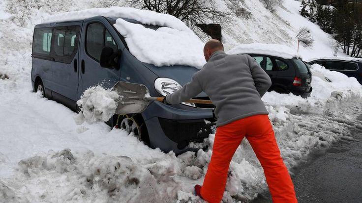 Europe weather: Heavy snow cuts off Alps ski resorts