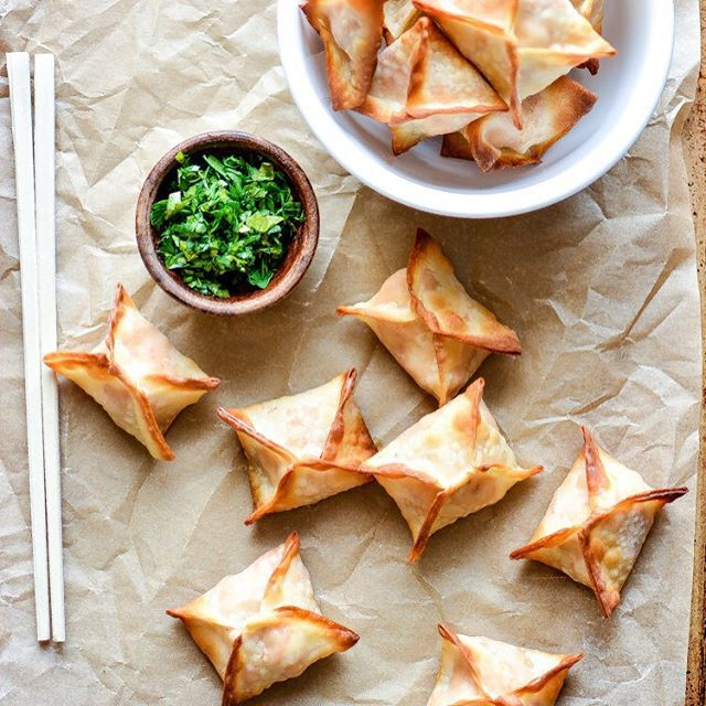Baked Chicken Cream Cheese Wontons With Hot Sauce & Garlic