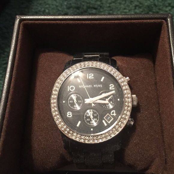 Michael Kors Watch Black & crystal Michael Kors watch with extra links! Worn only a few times, a gorgeous watch for all size wrists. Michael Kors Accessories Watches