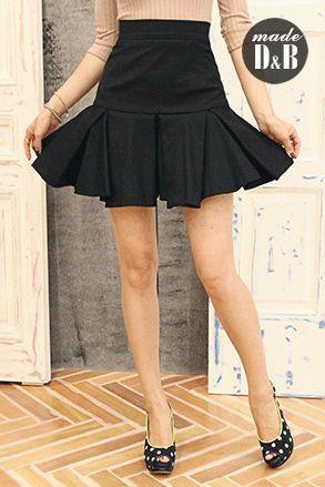 Today's Hot Pick :Aラインフレアスカート http://fashionstylep.com/SFSELFAA0023096/insang1jp/out 立体的なボックスプリーツがフレアシルエットをいっそうドレッシーに演出するスカート。 シックな無地でコーデ力が高く、カジュアルなトップスを合わせてもぐっと女性らしく華やかな雰囲気を作れるのが魅力。 ソフトな肌ざわりのカットソー素材で、穿き心地も快適に*☆ 今季はヘアバンドやスニーカーと合わせるような、MIX感ある着こなしもオススメです。 身長によって着丈感が異なりますので下記の詳細サイズを参考にしてください。 ◆3色: ベージュ/レッド/ブラック