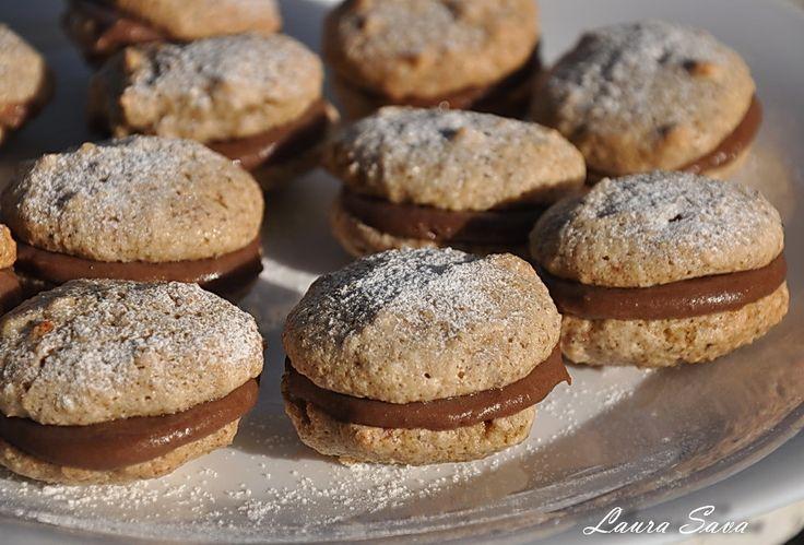 """Mmm, alcazale!!!!!! Asa veti exclama dupa ce le veti gusta prima oara :D. Pentru ca sint extraordinar de gustoase!!!!!! Ingrediente: Pentru """"aluat"""": – 4 albusuri – 1 cana de zahar pudra – 4 cani de nuci macinate Pentru crema: – 4 galbenusuri – 3 linguri zahar – 100 ml lapte – 1 lingura cacao – 200 g …"""