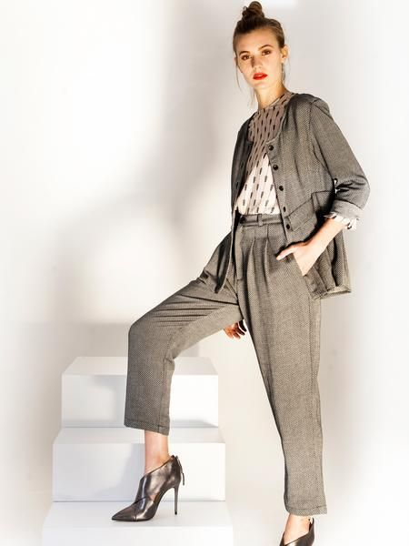 Feminine office look suit / Grey shirt jacket / soft cuff fold up trousers