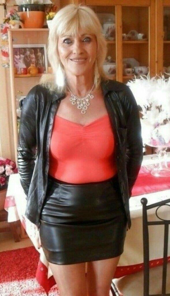Mature skirt Sexy woman