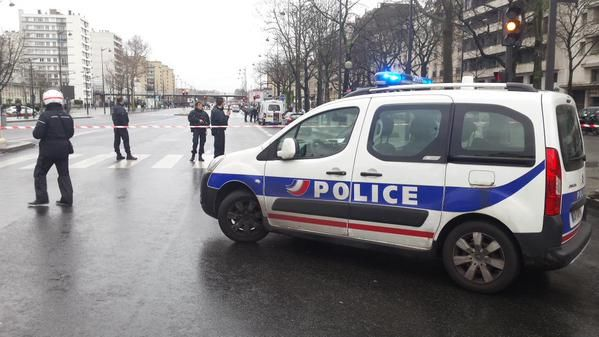 #BreakingNews! Another shooting in Paris - An armed man has taken a hostage in a grocery store in Porte de Vincennes. http://bit.ly/newparisshooting-SLSEIndia #SLSEIndia #IndianNewsAustralia, #PorteDeVincennes #ParisAttack #RIP #Australia