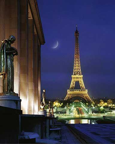 Eiffelturm bei Nacht, Paris, Frankreich